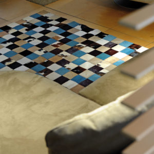 tapis peau de vache patchwork turquoise